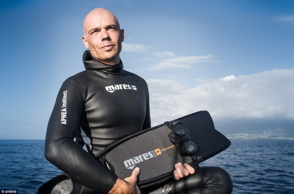 32A2A01000000578-3513560-Fred_Buyle_a_world_record_breaking_freediver_underwater_photogra-a-13_1459244318258